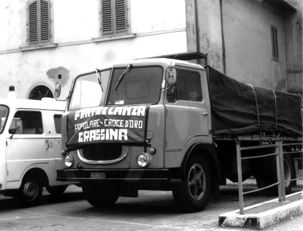 camion in partenza per supporto al terromoto in Friuli