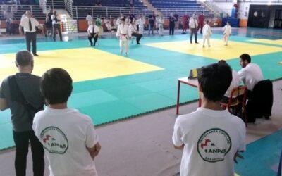 volontari di servizio ad una gara di judo