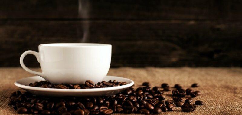 tazza e chicchi di caffe